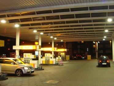 Benzine station / luifelverlichting